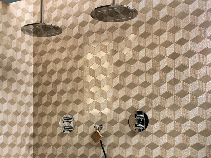 Bagno Con Mosaico Beige : Vendita e posa rivestimenti con mosaici in marmo a brescia