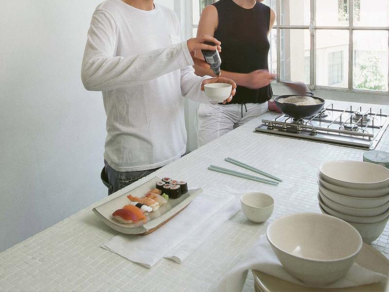 Progettazione e realizzazione di piani cucina in gres a for Posa alzatina cucina